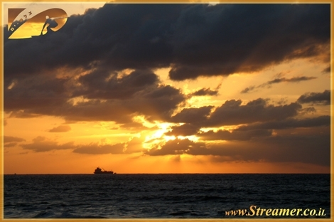 "<div align=""center""><font color=""#003366""><strong>The warm collors of the cold winter days...! - Ashqelon, Mediterranean Sunset December 16th 2008<br /></strong></font></div>"