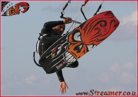 Streamer's reminder - Moshe, with the cool style...Takes a lot of Air! - This photo was taken from kytesurf Gallery.. allmost 1 year ago at the yamia beach, Ashqelon 05.01.08