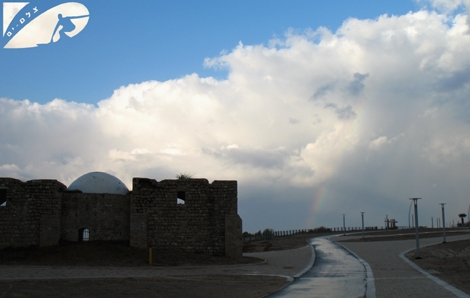 Blue collors on a cloudy sky - If you look closely you'll see more collors of a raibow in the sky -  Ashqelon Jan 08