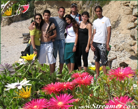 Streamer's Green initiative is striking for the first time in Herzlia 09.05.08. The green friends gathered at Sidney Ali beach and made a tidy cleean and fine job. Thank you all for your participation. Streamer's Friday clean initiative in Herzelia will continue.