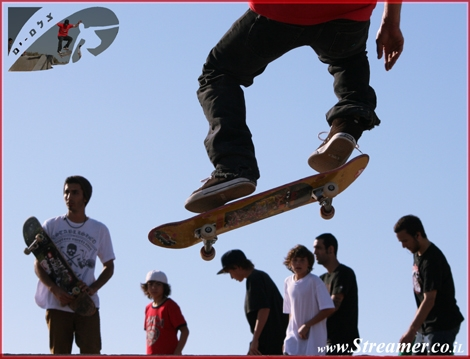 High up... over the heads of everyone. distinguished geusts at ashqelon skatepark. Representitives of Circa skating company. more photos will be available soon