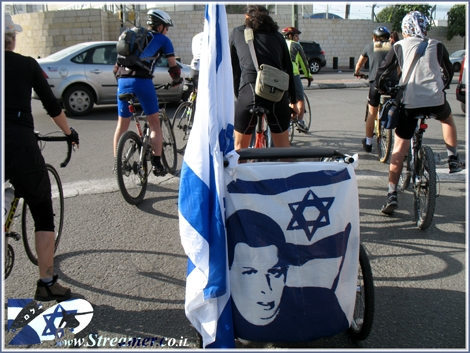 Critical Mass is a worldwide cyclists movement and on a monthly routine we excersise it also here in Ashqelon. Tens of cyclists gathered for the monthly tour on Friday Jan 30th 2009 and this time For the soldier gilad shalit and his fast release from captivity. Recommende to watch the Clip on the Daily Show