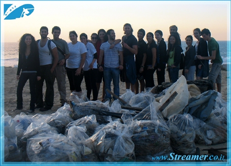 The photo is a bit dark.. But you can be sure that the faces of the people are glowing with joy. Streamer's Green Clean Initiative is celebrating it's 1st year with a nother successfull Project at Dalila beach Ashqelon, Friday 13.02. Special thanks to all volonteers that apear on the photo, for their true green will power. Recomended to watch the clip on the daily show. RESPECT
