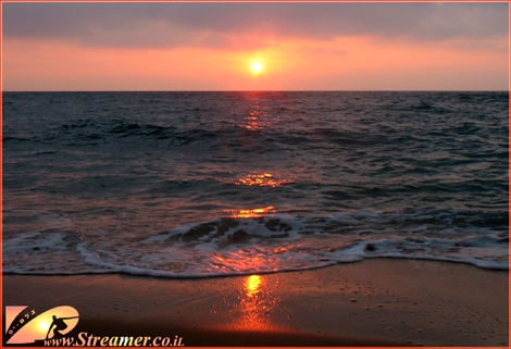 """<font color=""""#000080""""><strong>Great ball of fire in the sky, Great ball of fire on the water line...! The medidteranean Israel May 09</strong></font>"""