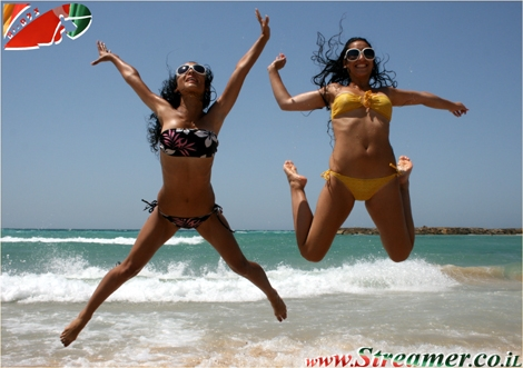 <p>Firs day of The Summer holliday, No studies.. so we can all Jump in Joy...:-) New Gallery of Beutifull people on the beach of ashqelon 30.06.09</p>