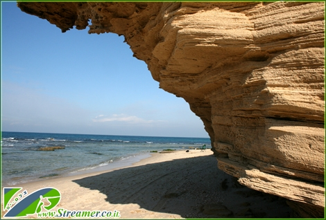 "<font color=""#008000""><strong>Palmahim beach is situated 20 km. south of TLV - A peacefull beach rich in nature and a good surfing spot over shallow reef.</strong></font>"