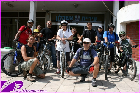 "<div align=""center""><font color=""#333333""><strong>The tradition goes on.. Critical Mass Ashkelon are cycling around town.  Watch the <a href=""http://streamer.co.il/gallery/cat/cycling_ashkelon_-_critical_mass_may_2_1_/"">Photo gallery</a> and the </strong><strong><a href=""http://streamer.co.il/clips/view/82/"">Video clip</a>.</strong></font><br /> </div>"