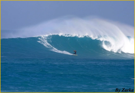 "<strong>Huge waves at Ponta Perta, Cape Verde, and <font color=""#ff0000"">Eli Zarka</font> is eating them for his breakfast...! Watch the radical new album of the nomber one Kitesurfer from Ashqelon Israel - Click on main photo</strong>"