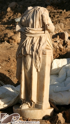 "After the big storm and the collapse of the  clifs in Ashqelon an  anciant&nbsp; Roman archiological statue was revealed.  The Statue made of  white marble is of the Victory goddes Nikei. Ashqelon Israel 14/12/2010<font color=""#333333""><strong><br /></strong></font>"