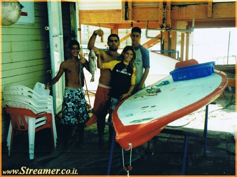 "<strong>photo from the past... summer 2000 Ashqelon. at the lifeguard post at Bar-Kochva beach are <font color=""#ff0000"">Amir Elbaz</font>, <font color=""#ff0000"">Eli Zarka</font> and a couple of friends with a big smile spread on their faces after a succesful the catch of the day</strong>"