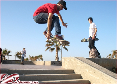 "<font color=""#333333""><strong>Madness in Skatepark Ashqelon. Locals and pro's from out of town are grinding rails and jumping high... Click here to watch the special clip from this event <a href=""http://streamer.co.il/live/"">Friday 04.03.2011</a></strong></font>"