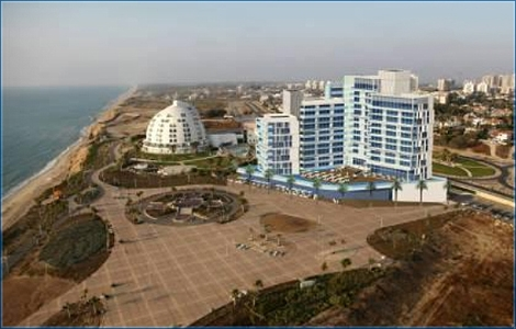 <strong>The Ilustration of the coast line in Ashqelon can become a sad reality in the next couple of years. The Municipality aproved a construction of a 13 stories high hotel just 70 meters from the Clifs.</strong>..
