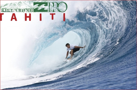 "<font color=""#003366""><strong>Billabong Pro Tahiti - surfers and tubes are rolling. at the end of the first day it was <font color=""#FF0000"">Julian Wilson</font> who had the tube of the day - <a href=""http://streamer.co.il/news/view/271/"">Click here to read more</a></strong></font>"