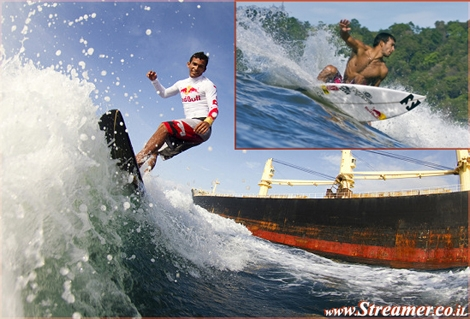 "<font color=""#003366""><strong>Panama's 13-time  national surfing champion, <font color=""#FF0000"">Gary Saavedra</font>, was  challenge to test his own  endurance by surfing the Panama Canal for&nbsp; 77km in 3 hr. 55 min! <a href=""http://streamer.co.il/articles/view/110/"">Click here to read more</a></strong></font>"