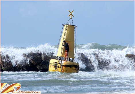 "<font color=""#003366""><strong><font color=""#c10000"">Save the Buoy...!</font> After 3 days orf heavy strom a giant buoy washed to the shores of Ashqelon. Click here to watch the special strom broadcast from <a href=""http://streamer.co.il/live"">17+18+19 February 2012</a>.</strong></font>"