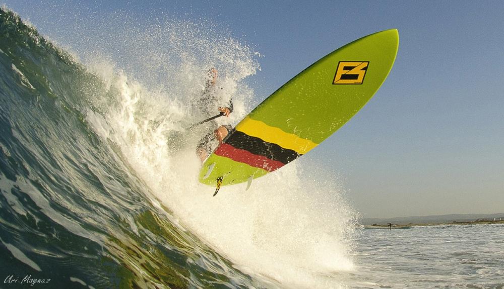 """יובל ארד ב""""AIR DROP"""" עם סאפ של חברת focus. צולם מתוך המים בחוף מעגן מיכאל, נובמבר 2014."""