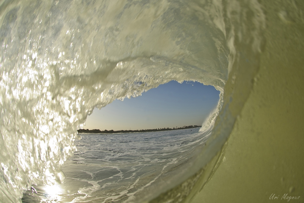 """""""מנהרת הזמן"""" - צילום מתוך הגל אל הנוף שבחוץ. חוף מעגן מיכאל, נובמבר 2011."""