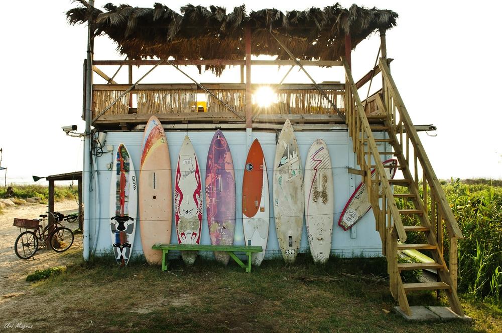"""ה""""סוקאלו"""" - סוכת הגולשים שבנו במרכז הימי במעגן מיכאל לזכר נאור קאלו, חבר וגולש שנפל במלחמת לבנון השנייה."""