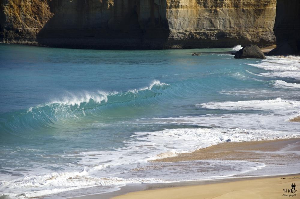 בדרום אוסטרליה יש גלים מושלמים ולא יותר מדי גולשים. אוסטרליה 2011.