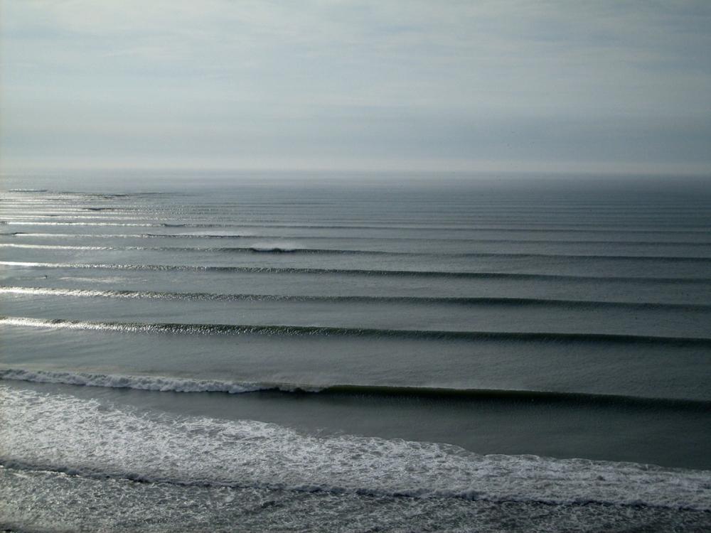 שורות שורות של גלים בגל שנחשב לארוך בעולם. צ'יקמה, פרו 2009.